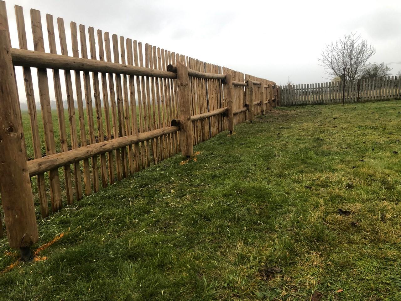 Obrázek 2 / Dřevěné ploty - ručně opracovaný   - realizace Bezděkov nad Metují 11-2020