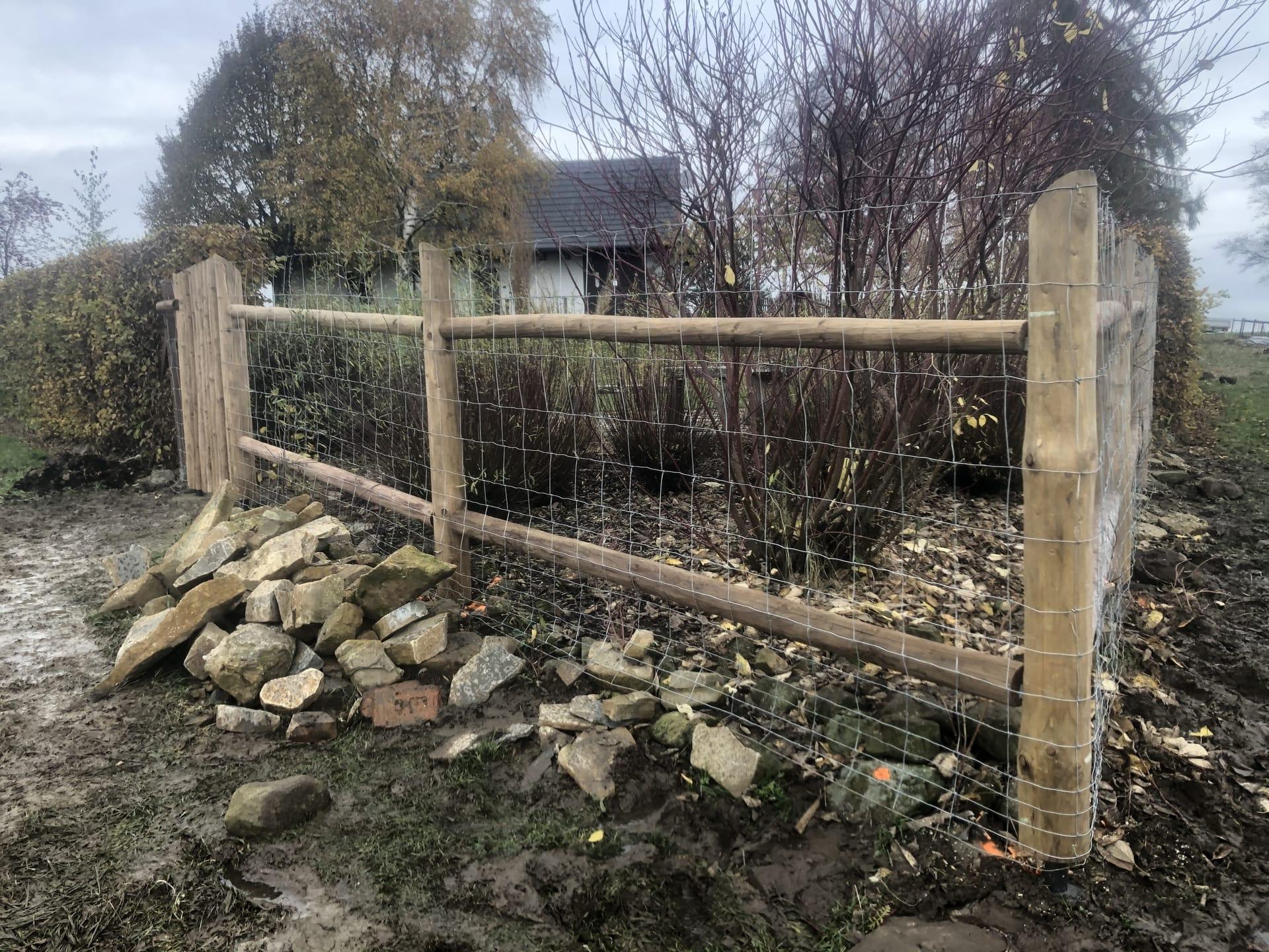 Obrázek 1 / Dřevěné ploty - ručně opracovaný   - realizace Sněžné 10-2020