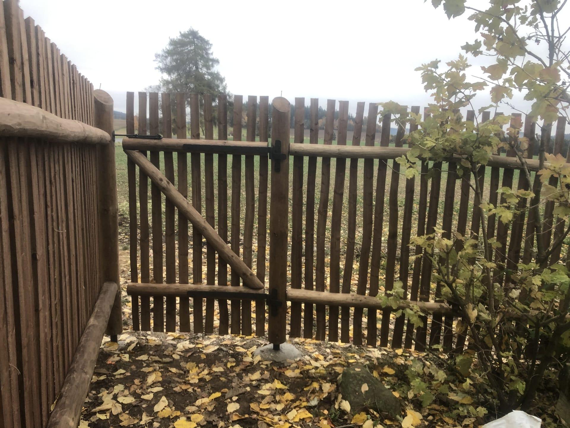 Obrázek 2 / Dřevěné ploty - ručně opracovaný   - realizace Sněžné 10-2020