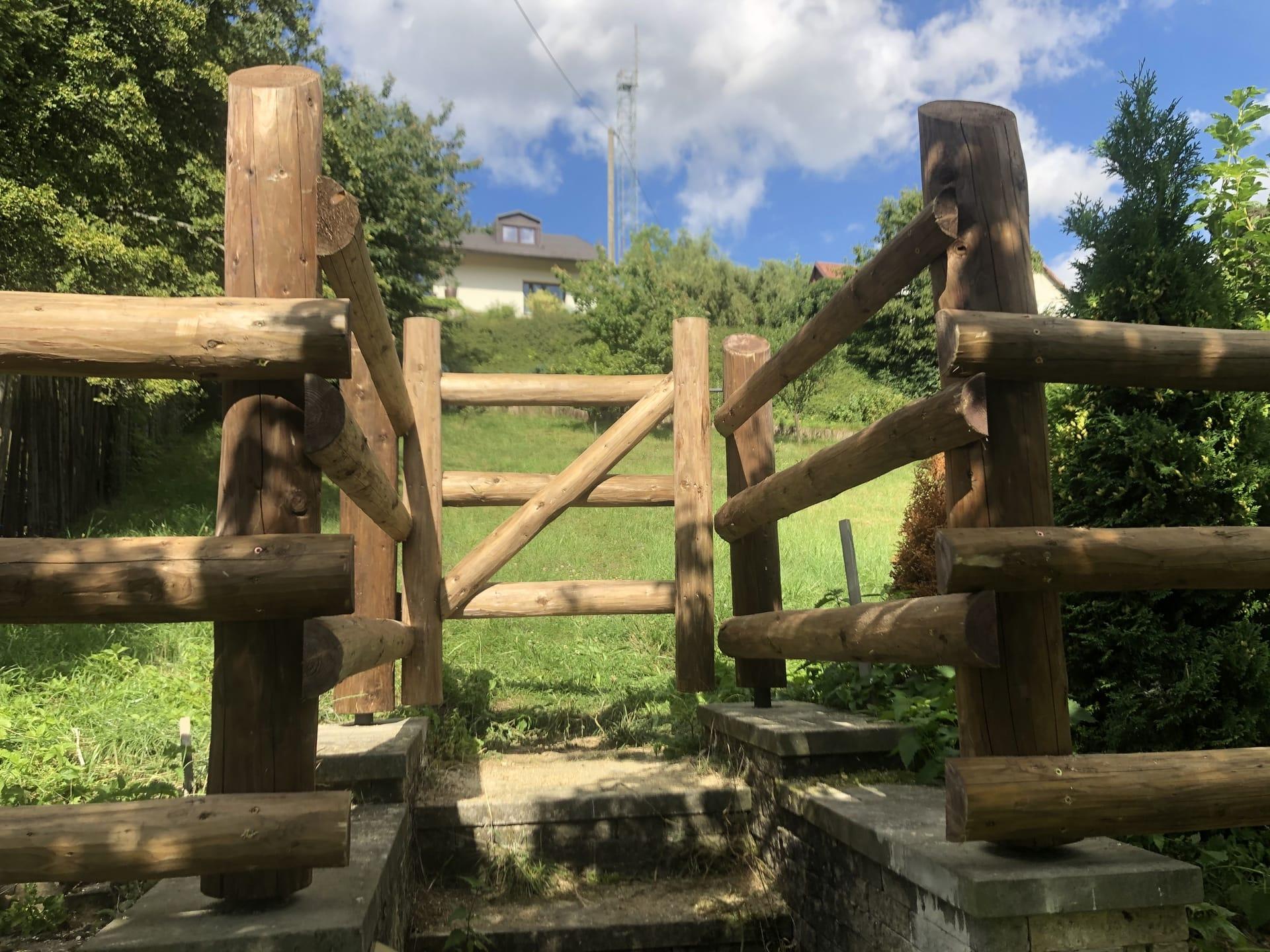 Obrázek 2 / Dřevěné ploty - ručně opracovaný   - realizace Konice 9-2020
